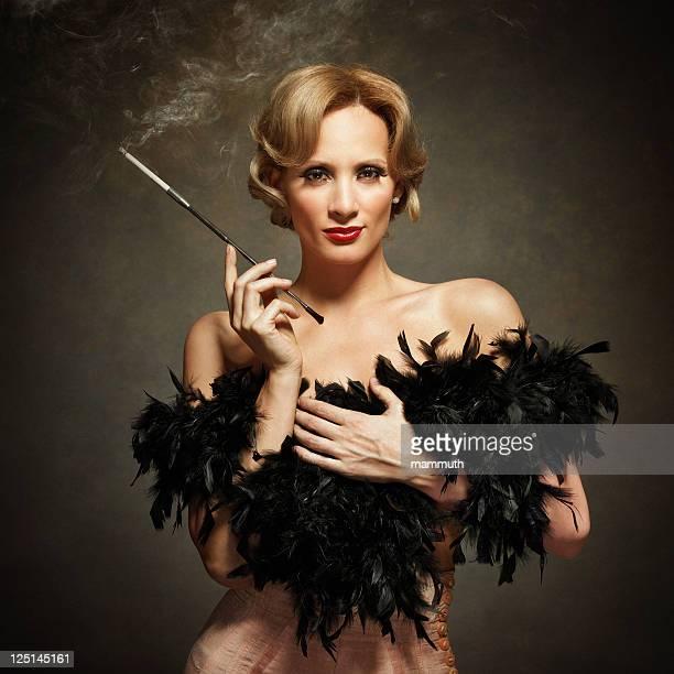 Sinnliche Frau Rauchen-vintage-Stil