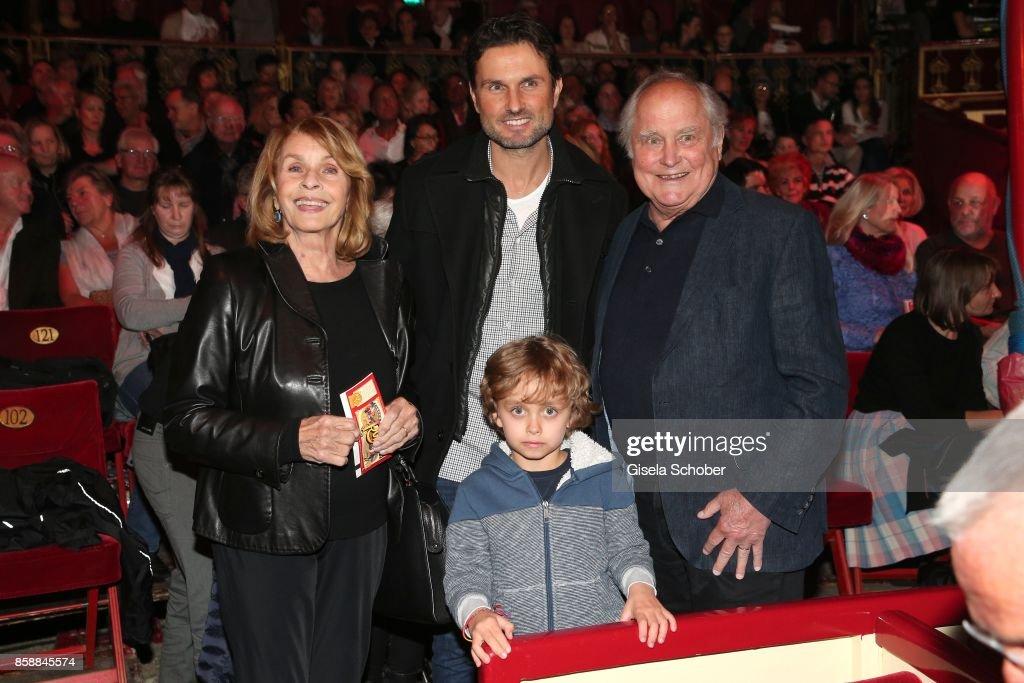 Roncalli's '40 Jahre Reise zum Regenbogen' Gala Premiere In Munich : News Photo