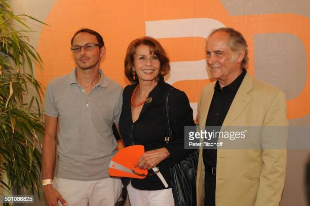 Senta Berger mit Ehemann Dr Michael Verhoeven und Sohn LucaPaulus Verhoeven ZDFEmpfang beim Filmfest München 2011 Café Atlas München Bayern...