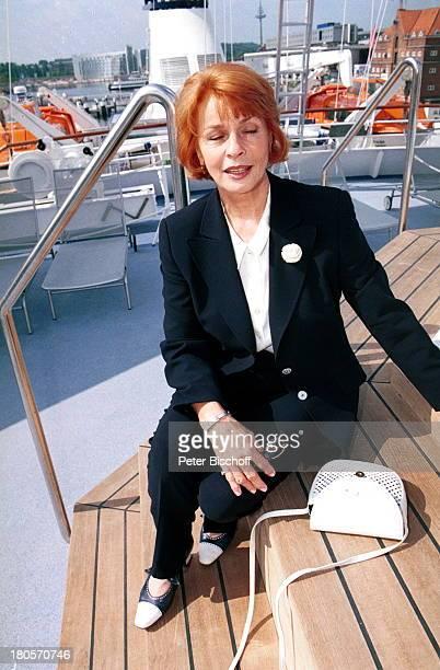"""Senta Berger, Taufe der Luxusyacht """"Sun Bay"""", Schiff, Yacht, Handtasche,"""