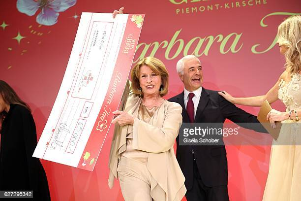 Senta Berger with check Carlo Vassallo Director Ferrero Germany during the Mon Cheri Barbara Tag 2016 at Postpalast on December 2 2016 in Munich...