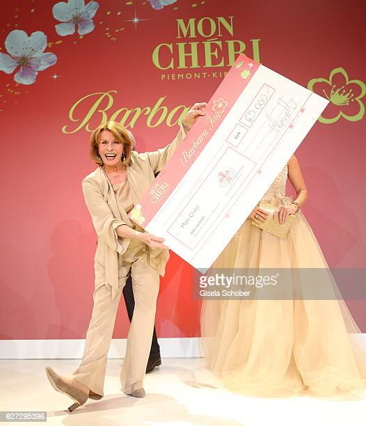 Senta Berger with check during the Mon Cheri Barbara Tag 2016 at Postpalast on December 2 2016 in Munich Germany