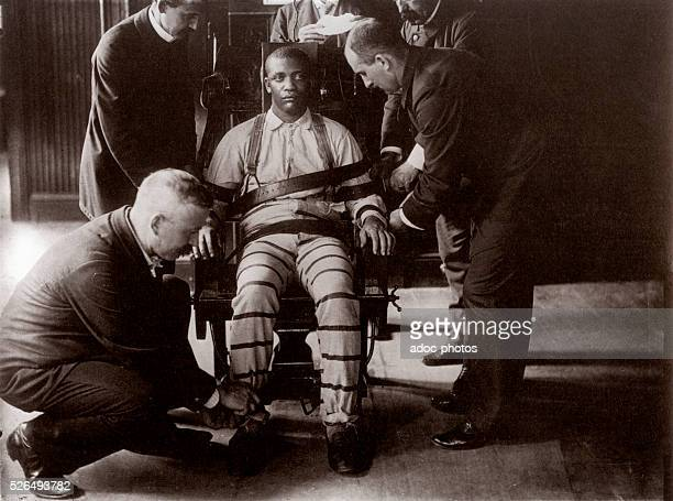A sentenced to death on the electric chair at the Sing Sing prison In 1900