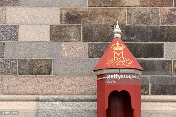 sentry box of the danish royal guard - christiansborg palace stock pictures, royalty-free photos & images