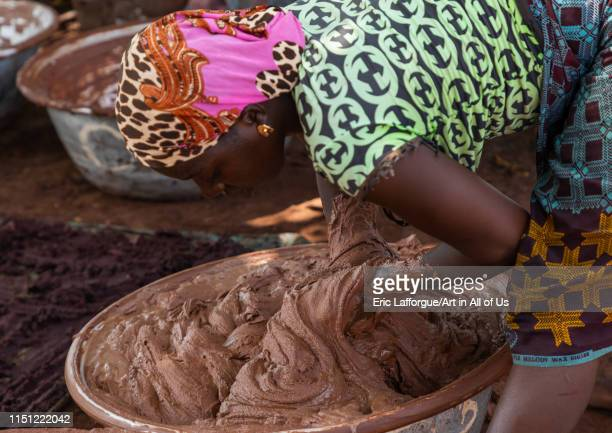 Senufo woman prepairing shea butter in a traditional karité factory, Savanes district, Tcheregnimin, Ivory Coast on May 2, 2019 in Tcheregnimin,...