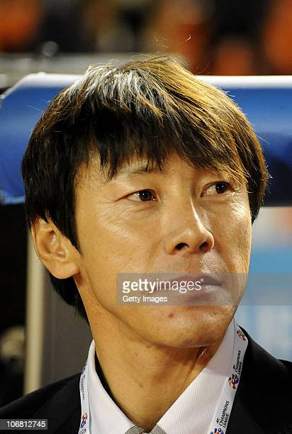 Seongnam Ilhwa Chunma head coach Shin Taeyong looks on during the AFC Champions League Final match against Seongnam Ilhwa Chunma of South Korea and...