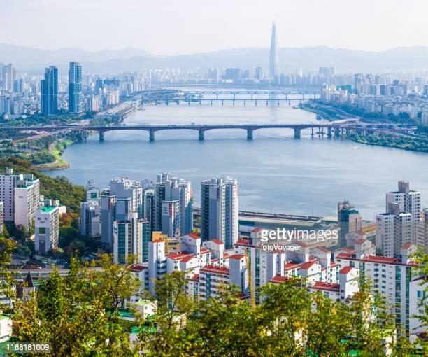 seoul hochhaus gehäuse wolkenkratzer stadtbild entlang han river korea - seoul stock-fotos und bilder