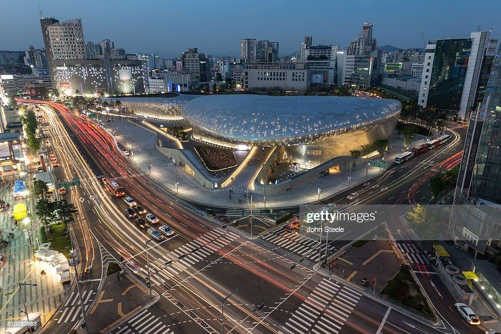 DDP Exterior (Dongdaemun Design Plaza)  : News Photo