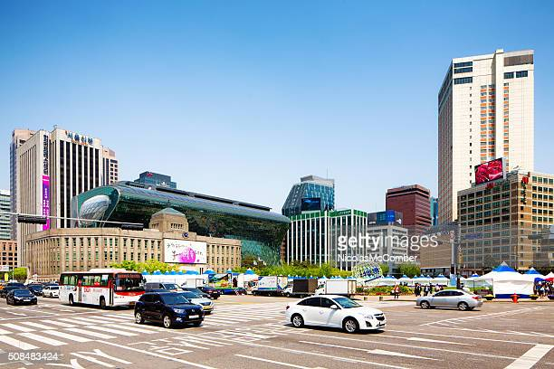 Seoul Plaza With Traffic On A Clear Spring Day