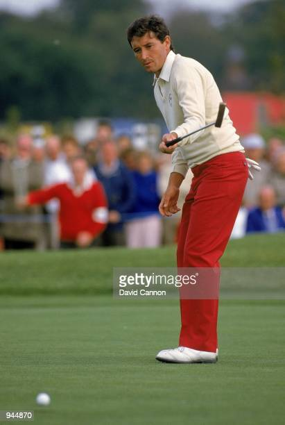 Manuel Pinero of the European team putts during the Ryder Cup at the Belfry in Sutton Coldfield England Mandatory Credit David Cannon /Allsport