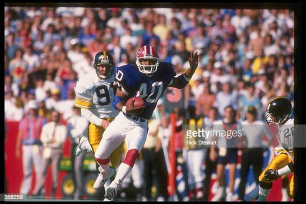 Running back Robb Riddick of the Buffalo Bills runs with the ball during a game against the Pittsburgh Steelers at Rich Stadium in Orchard Park, New...