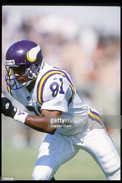 Wide receiver Anthony Carter of the Minnesota Vikings moves down the field during a game against the Los Angeles Raiders at the Los Angeles Memorial...