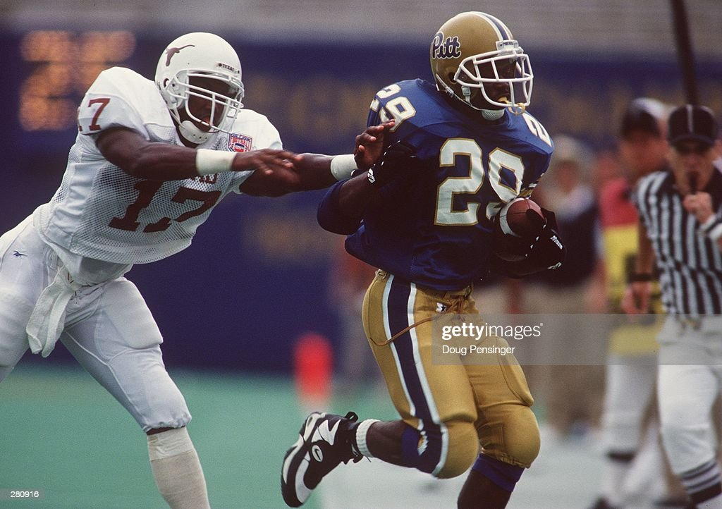 UNIVERSITY OF PITTSBURGH RUNNING BACK CURTIS MARTIN TRIES TO AVOID A LONGHORNS DEFENDER DURING THE PANTHERS 30-28 LOSS TO THE UNIVERSITY OF TEXAS AT TEXAS MEMORIAL STADIUM IN AUSTIN, TEXAS.