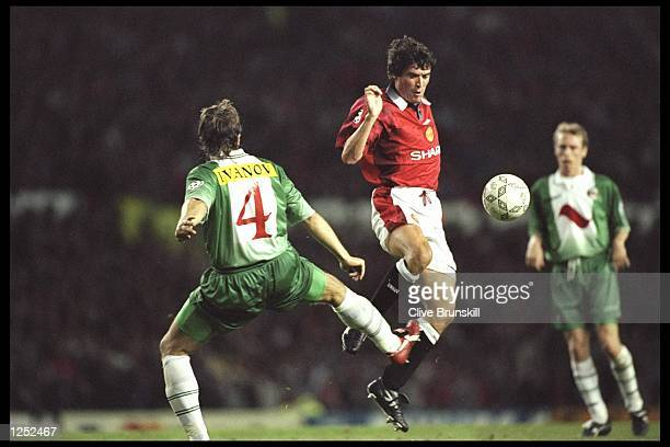 Roy Keane of Manchester United challenges Trifon Ivanov of Rapid during the champions league match between Manchester United and Rapid Vienna at Old...