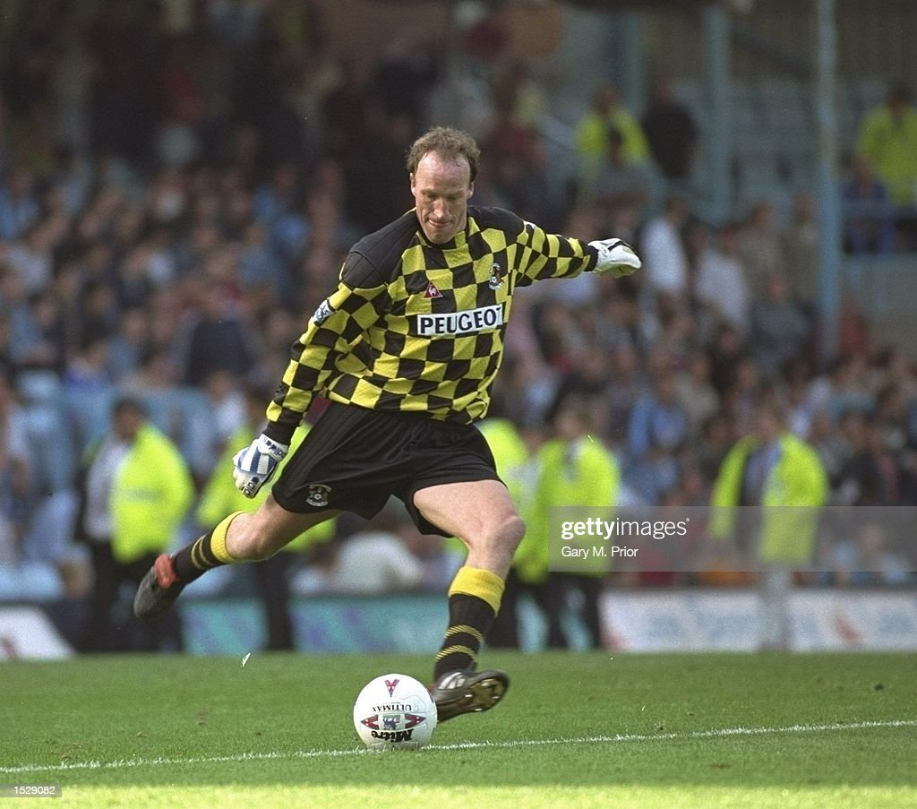 Steve Orgizovic of Coventry City in action : News Photo