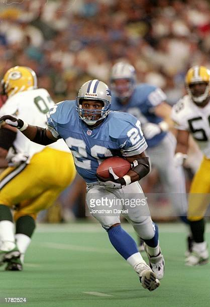 Running back Barry Sanders of the Detroit Lions carries the football during the Lions 2615 win over the Green Bay Packers at the Pontiac Silverdome...