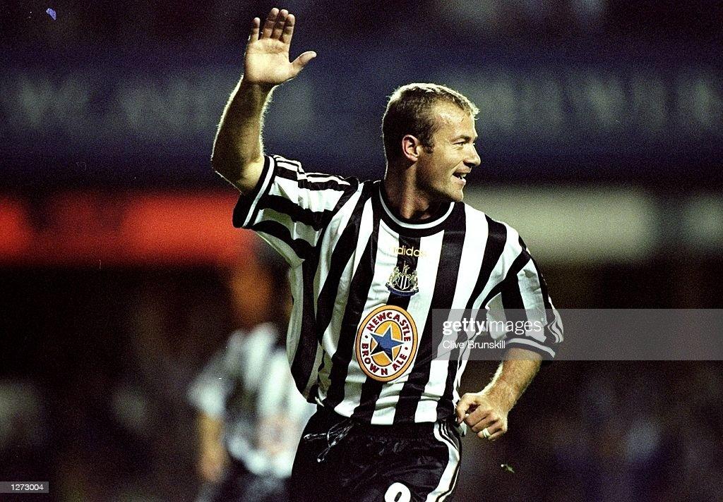 Alan Shearer of Newcastle celebrates : News Photo