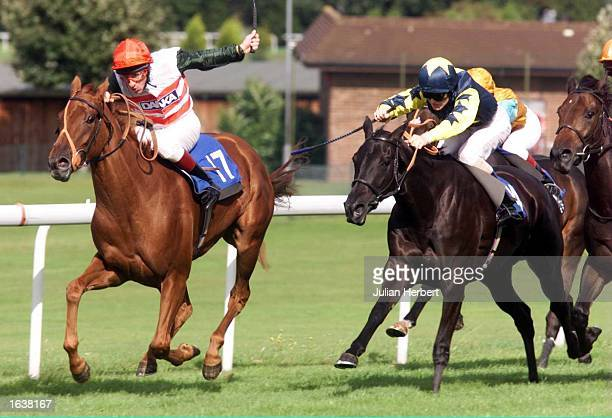 Chris Rutter on La Paola leads the fast finishing Golconda and Richard Mullen to land the Hoh Oilfield Services Maiden auction Stakes run over 5...