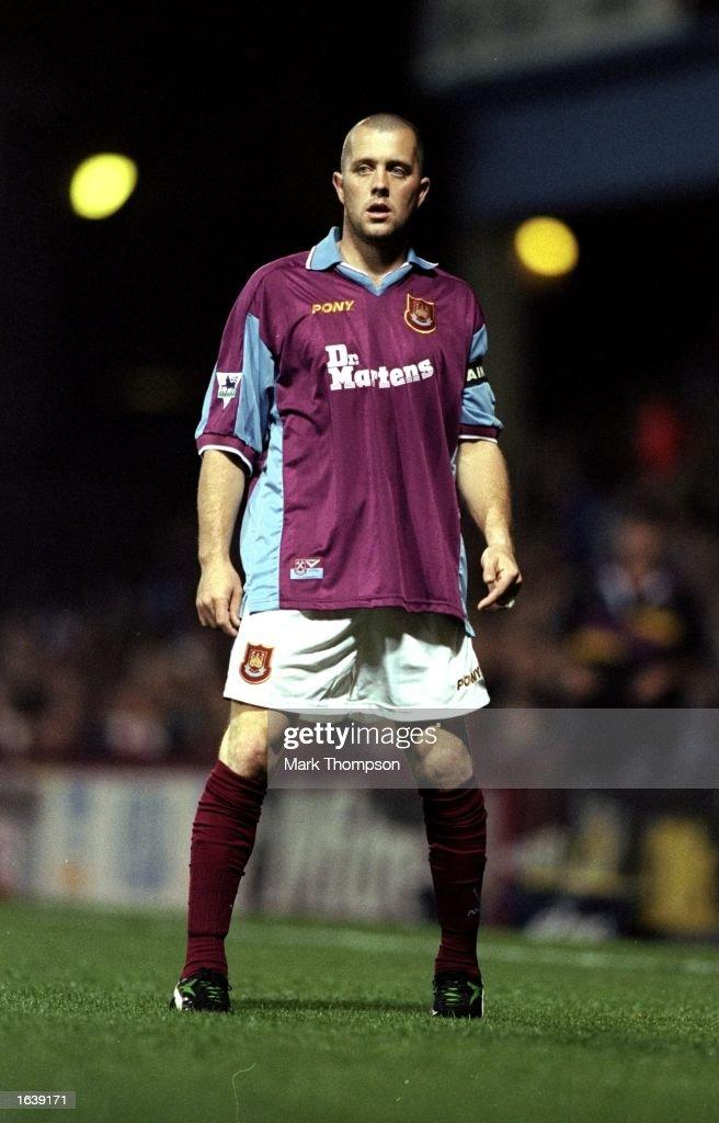 Julian Dicks of West Ham : News Photo