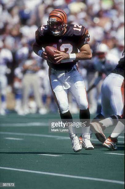 Quarterback Neil O''Donnell of the Cincinnati Bengals in action during the game against the Tennessee Oilers at Cinergy Field in Cincinnati, Ohio....
