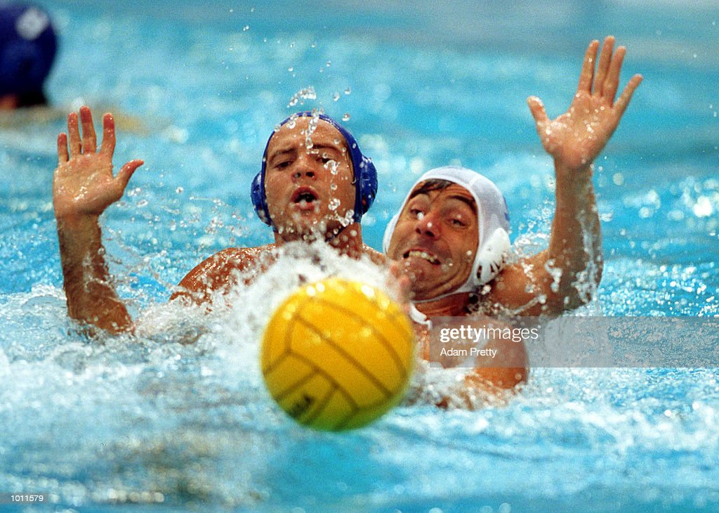 A USA defender holds off J. Sans of Spain during the match between USA v Spain at the 11th FINA Men's Water Polo World Cup at the Sydney International Aquatic centre at Homebush, Sydney, Australia. This is a SOCOG test event. Mandatory Credit: Adam Pretty/ALLSPORT