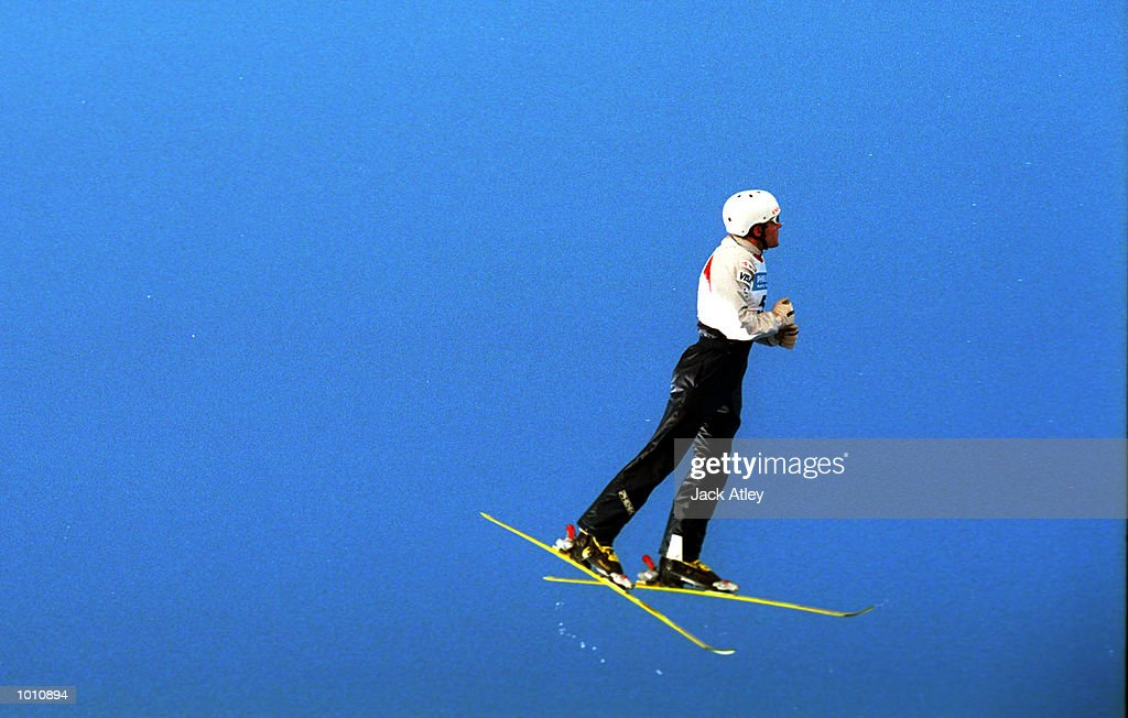 Britt Swartley of the United Sates seems to walk on air during the second round of the 1999/2000 world cup aerials season, at Mount Buller, Australia. Swartley finished in tenth place in the mens section. Mandatory Credit: Jack Atley/ALLSPORT
