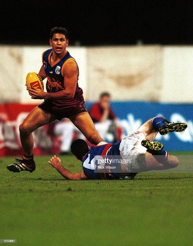 Chris Scott #22 of Brisbane evades Rohan Smith #5 of the Western Bulldogs during the 2nd semi final between the Brisbane Lions and the Western Bulldogs at the Gabba, Brisbane, Australia. Mandatory Credit: Nick Wilson/ALLSPORT