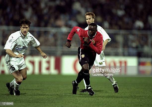 Dwight Yorke of Manchester United is tracked by Franco Foda of Sturm Graz during the UEFA Champions League match at the Arnold Schwarzenegger Stadium...