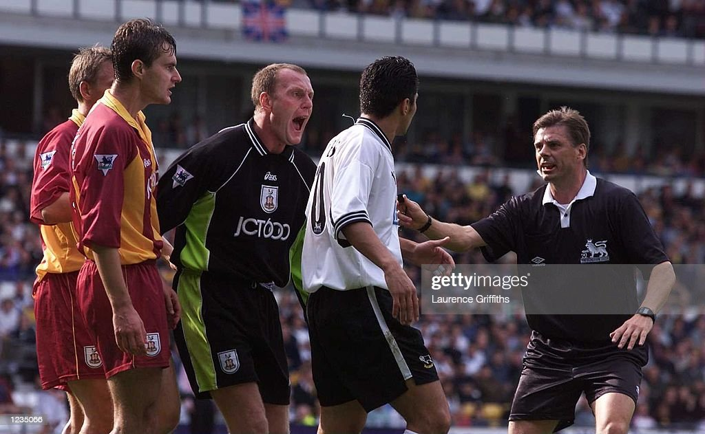 Gary Walsh, the Bradford goalkeeper, makes his feelings known to Esteban Fuertes of Derby prior to Fuertes being sent off during the Carling Premiership game between Derby County and Bradford City at Pride Park, Derby. Mandatory Credit: Laurence Griffiths/ALLSPORT