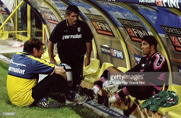 Gianluigi Buffon of Parma and his coach Alberto Malesani after the Serie A match between Parma and Lazio played at the Stadio Ennio Tardini Parma...