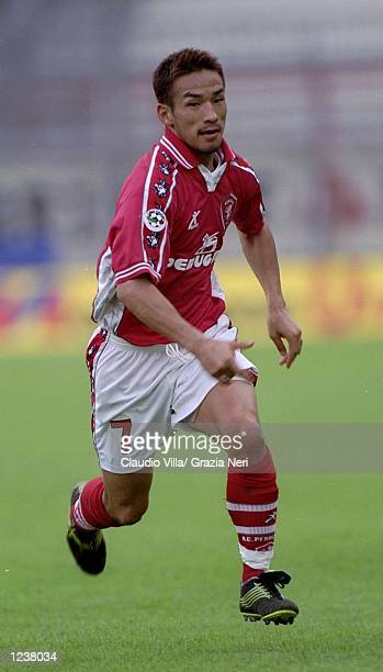 Hidetoshi Nakata of Perugia in action during the Italian Serie A match between Perugia and Cagliari played at the Stadio Renato Curi, Perugia, Italy....