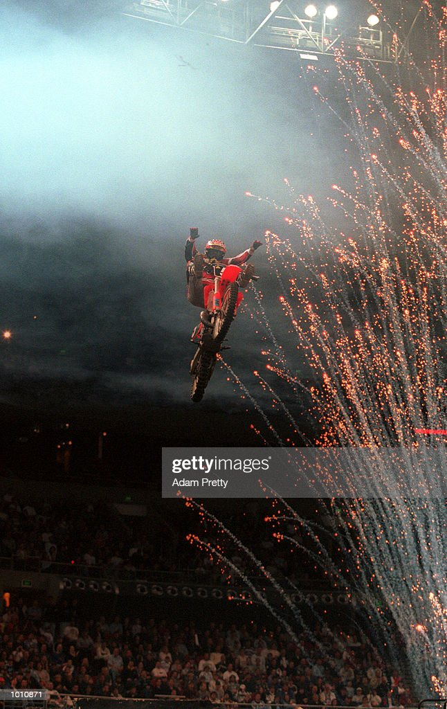 12 Sep 1999 Jonathon Porter during the expression session during round 11 of the 1999 Australia Supercross Masters at the Sydney Superdome, Homebush, Sydney, Australia Mandatory Credit: Adam Pretty/ALLSPORT