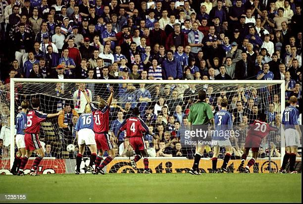 Michael Tarnat's free kick deflects off of team mate Santa Cruz for Bayern's late equaliser during the UEFA Champions League match between Glasgow...