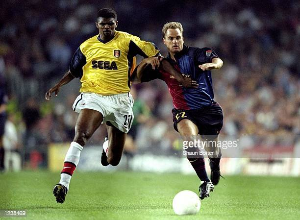 Nwankwo Kanu of Arsenal battles with Frank de Boer of Barcelona during the Barcelona v Arsenal UEFA Champions League Group B match played at the Nou...