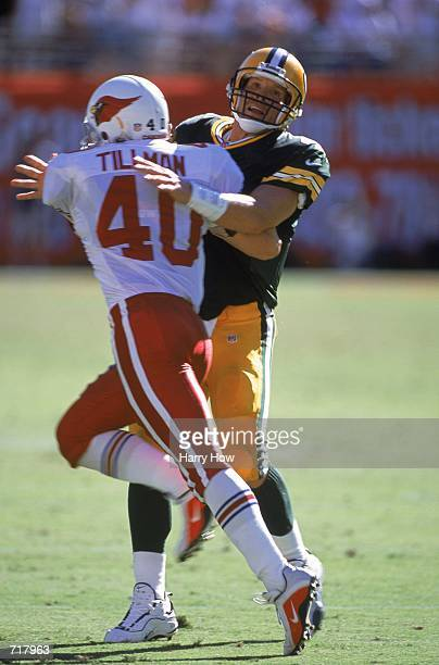 Brett Favre of the Green Bay Packers gets ready for the ball as Pat Tillman of the Arizona Cardinals tries to take him out during the game at the Sun...