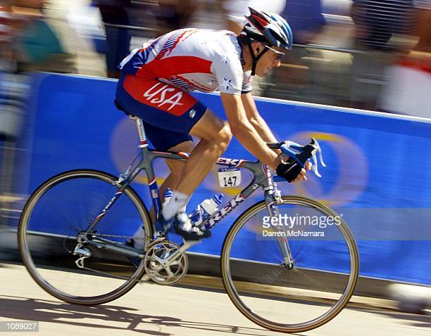 Lance Armstrong of the USA in action in the Men's Road Race at the Sydney 2000 Olympic Games held at Centennial Park in Sydney Australia DIGITAL...