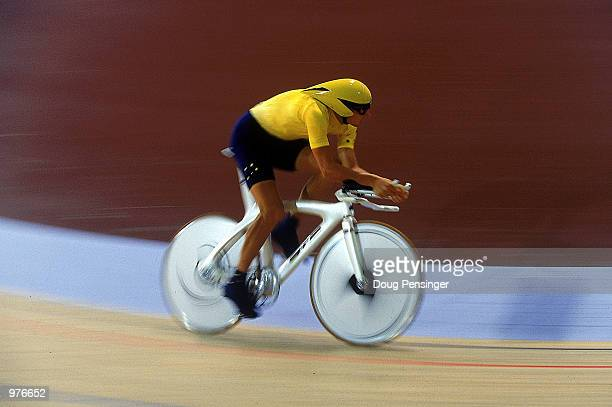 Luke Roberts of Australia in action during the Men's 4000m Individual Pursuit held at the Dunc Gray Velodrome during the Sydney 2000 Olympic Games...