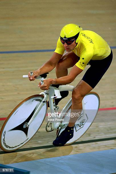 Luke Roberts of Australia in action in the Men's 4000m Individual Pursuit held at the Dunc Gray Velodrome during the Sydney 2000 Olympic Games Sydney...