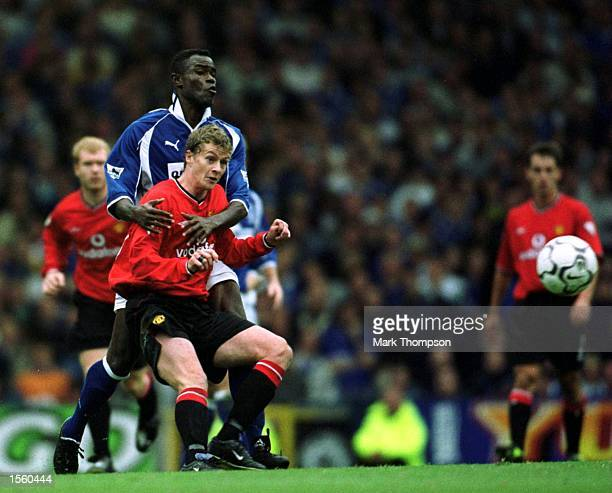 Ole Gunnar Solskjaer of Man Utd battles with Kevin Campbell of Everton during the Everton v Manchester United FA Carling Premiership match at...