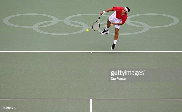 Roger Federer of Switzerland serves during the SemiFinals of the Mens Singles Tennis at the NSW Tennis Centre on Day 11 of the Sydney 2000 Olympic...