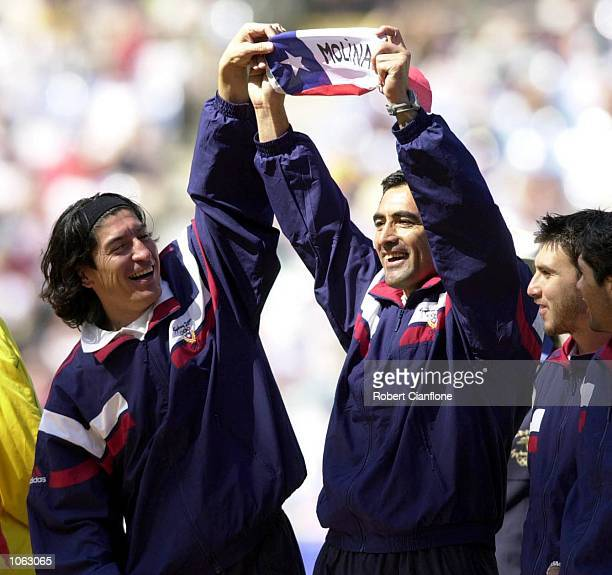 The Chilean team celebrate after winning Bronze in the Men's Soccer at the Sydney 2000 Olympic Games Sydney Australia DIGITAL IMAGE Mandatory Credit...