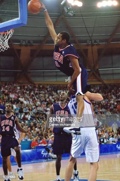 Vince Carter of the USA in action during the Mens Basketball match against France at the Sydney Showground Dome on Day Ten of the Sydney 2000 Olympic...