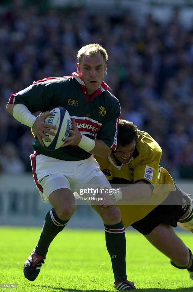 Andy Goode, the Leicester stand off breaks away with the ball during the Zurich Premiership match between Leicester Tigers and Wasps played at Welford Road, Leicester, England. DIGITAL IMAGE. Mandatory Credit: Dave Rogers/ALLSPORT