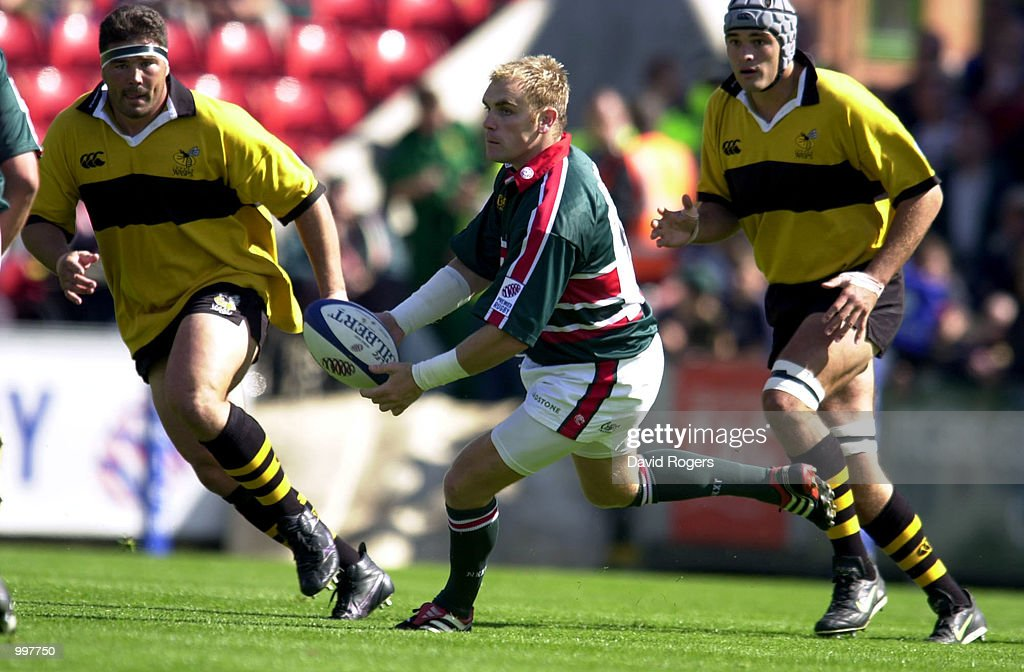 Andy Goode, the Leicester stand off passes the ball during the Zurich Premiership match between Leicester Tigers and Wasps played at Welford Road, Leicester, England. DIGITAL IMAGE. Mandatory Credit: Dave Rogers/ALLSPORT