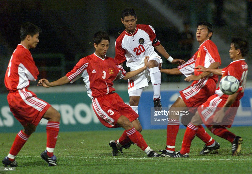 Bambang Pamungkas of Indonesia gets close attention by four Vietnam Players in a Group B match held at the MPPJ Stadium, Petaling Jaya, Malaysia during the Under-23 Men Football Tournament of the 21st South East Asian Games. Indonesia won 1-0. DIGITAL IMAGE. Mandatory Credit: Stanley Chou/ALLSPORT
