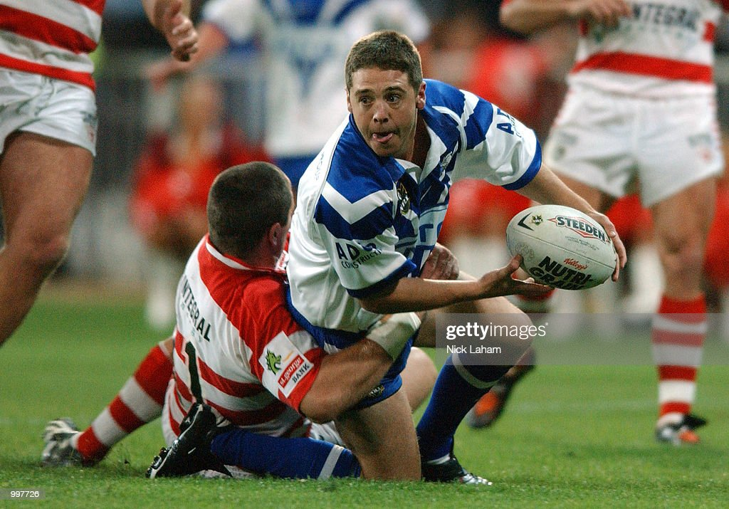Brent Sherwin #17 of the Bulldogs looks to offload during the NRL qualifying final between the Bulldogs and the St George Illawarra Dragons held at the Sydney Showground, Homebush Bay, Sydney, Australia. DIGITAL IMAGE Mandatory Credit: NickLaham/ALLSPORT