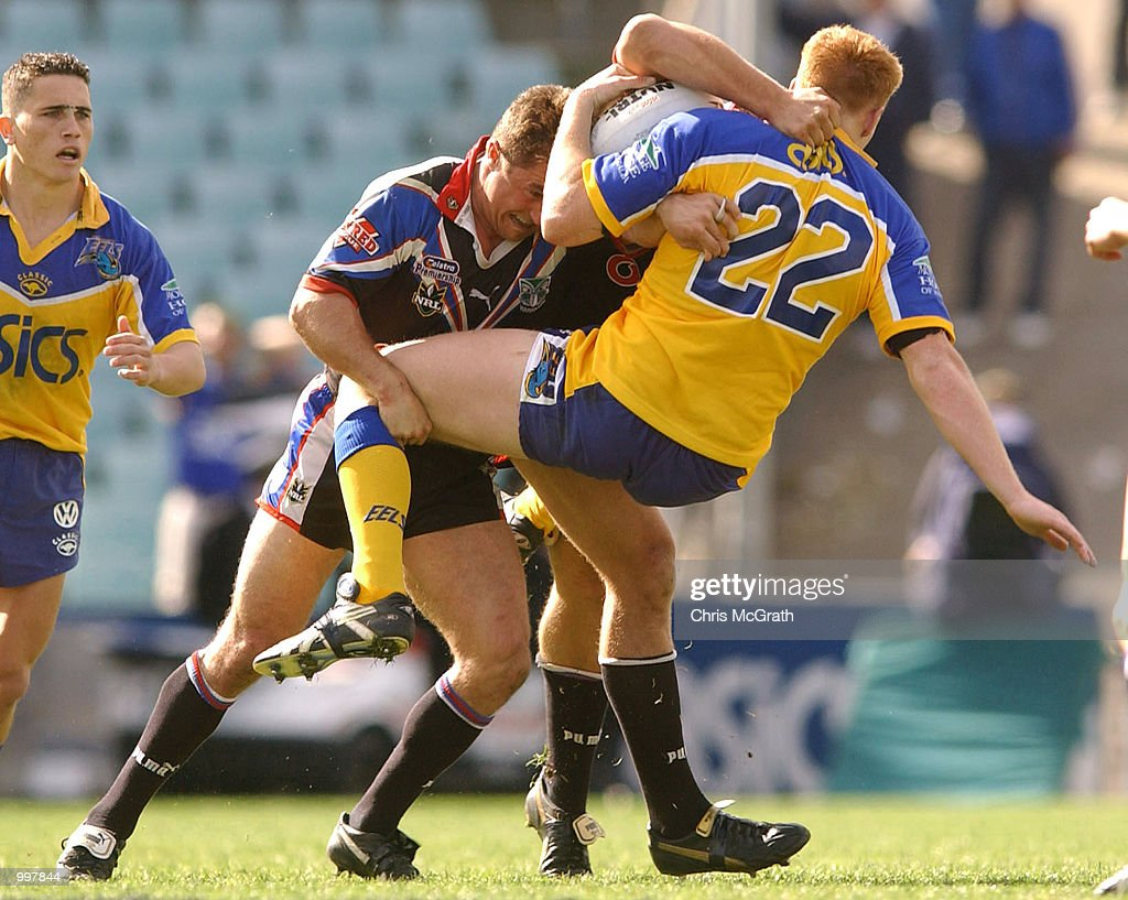 Danny Sullivan #22 of the Eels is up ended by the Warriors defence during the NRL fourth qualifying final between the Parramatta Eels and the New Zealand Warriors held at Parramatta Stadium, Sydney, Australia. DIGITAL IMAGE Mandatory Credit: Chris McGrath/ALLSPORT