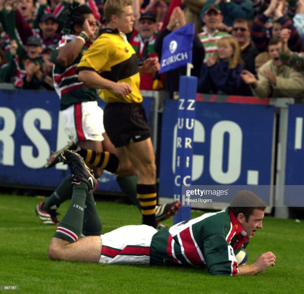 Geordan Murphy of Leicester scores the first of his two tries during the Zurich Premiership match between Leicester Tigers and Wasps played at Welford Road, Leicester. DIGITAL IMAGE Mandatory Credit: Dave Rogers/ALLSPORT