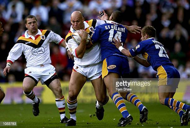Graham Mackay of Bradford powers through the Leeds defence during the Bradford Bulls v Leeds Rhinos Tetleys Super League Match at Valley Parade...