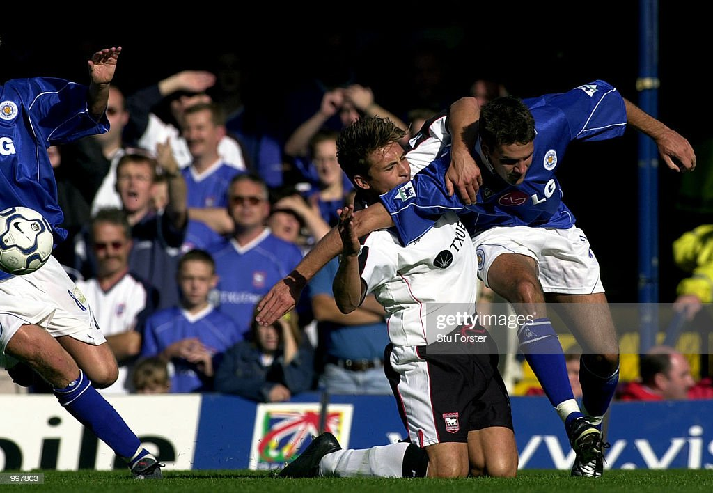 Leicester defender Lee Marshall elbows Ipswich player Martijn Reuser during the FA Barclaycard Premiership game between Leicester City and Ipswich Town at Filbert Street, Leicester. DIGITAL IMAGE. Mandatory Credit: Stu Forster/ALLSPORT